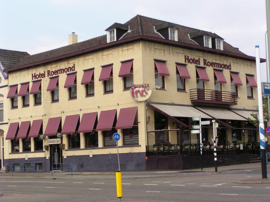 Hotel Roermond, in oorsprong laat 19e-eeuws hotel, enkele keren ingrijpend verbouwd en uitgebreid.