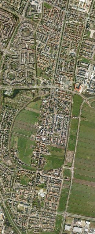 Luchtfoto Bunschoten met daarop duidelijk herkenbaar de contour van de middeleeuwse, nooit voltooide stadsuitleg