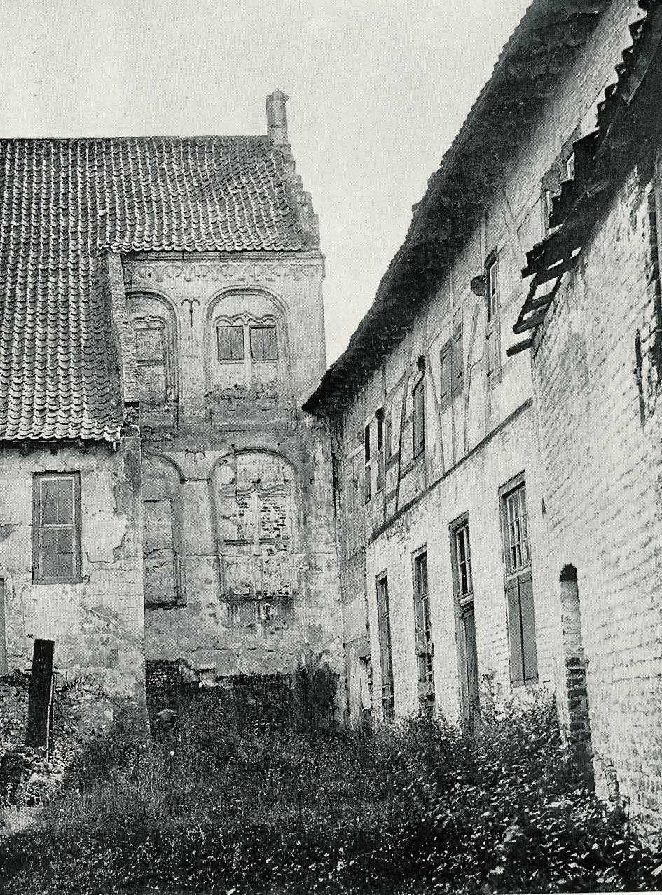 Foto uit 1896. De traptoren is niet meer aanwezig.