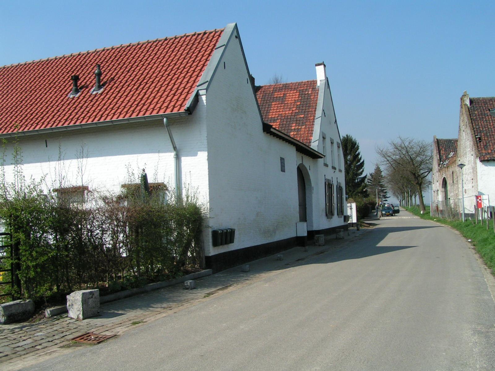 Een van de grote boerderijcomplexen aan de Van Akenstraat.