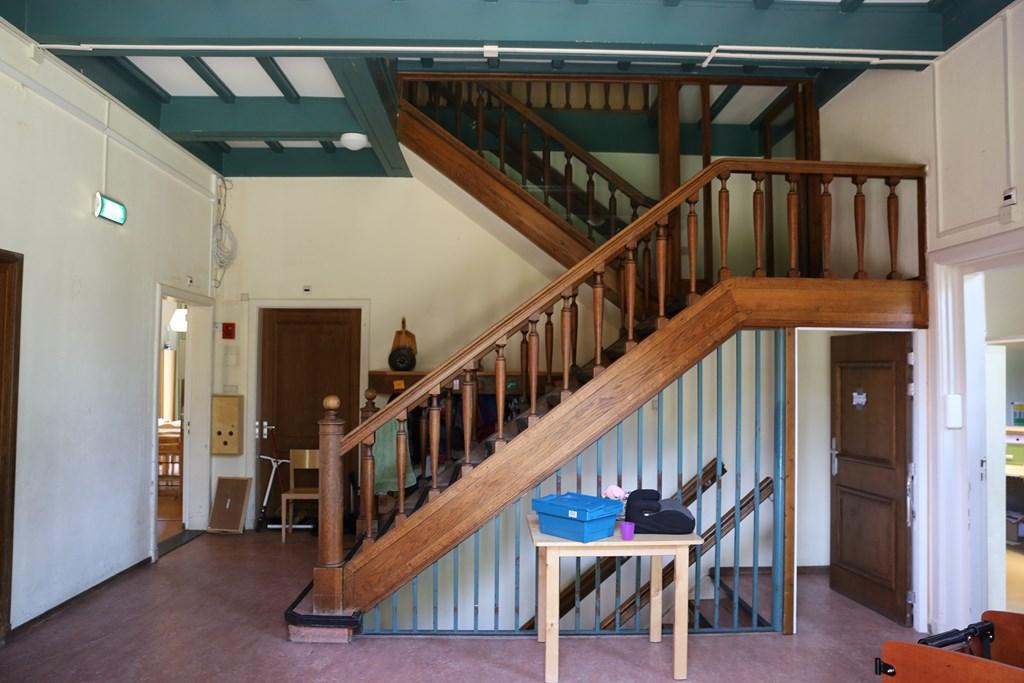 Het trappenhuis van Stenia. De opzet van de begane grond, waaronder de locatie van het trappenhuis, dateert uit 1952 (met latere wijzigingen)
