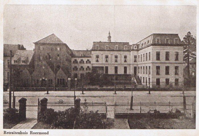 Oude foto van het retraitehuis op haar hoogtepunt met links de in 1939 gebouwde volumes (bron: Beeldbank, archief Roermond).