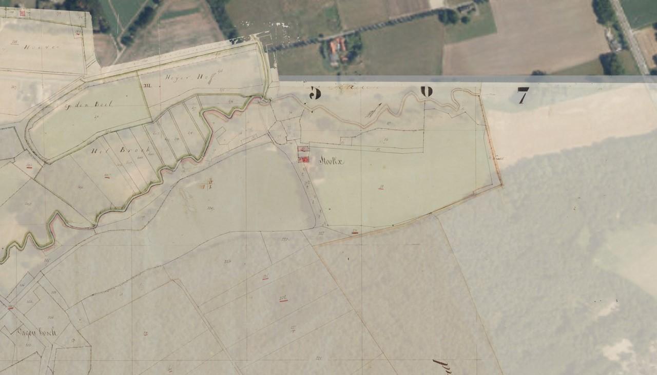 Projectie van de kadastrale minuutkaart op een recente luchtfoto. Het landschap is nagenoeg ongewijzigd.