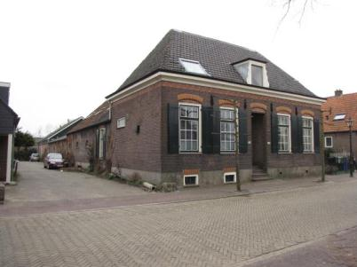 Bunschoten, Dorpsstraat dwarshuisboerderij uit circa 1900