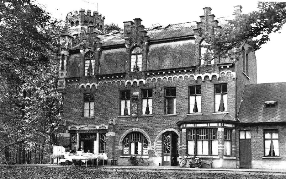 Villa Beduinenhof, omstreeks 1930, met de huidige dakopbouw.