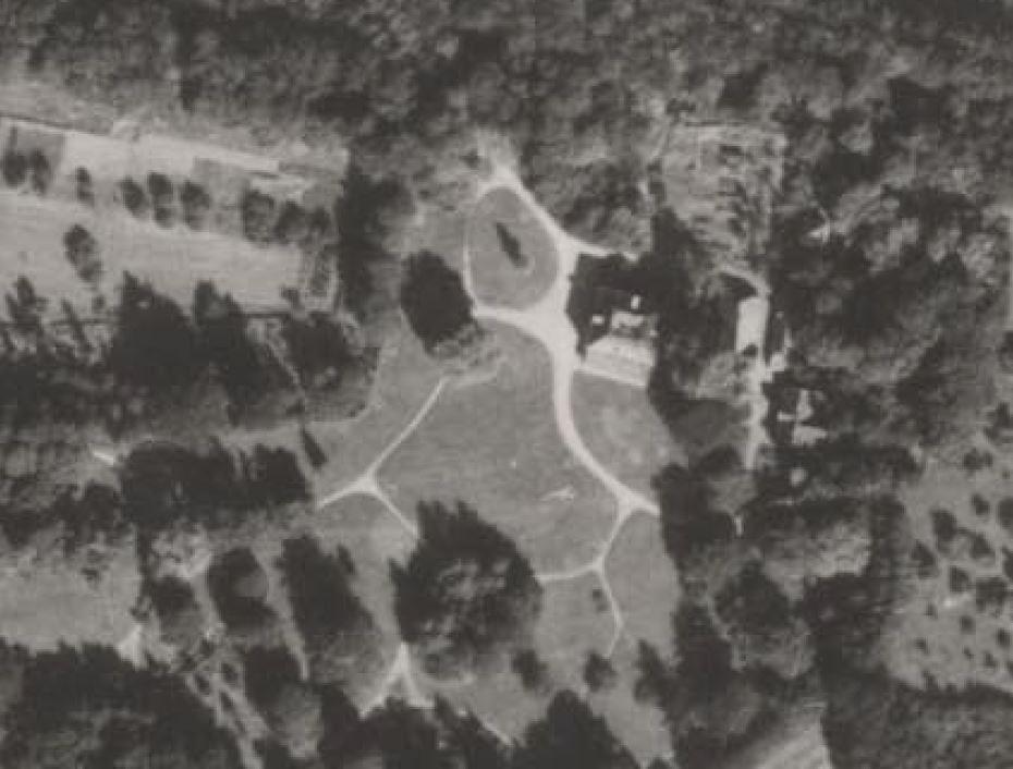 Luchtfoto van het landgoed uit 1945.