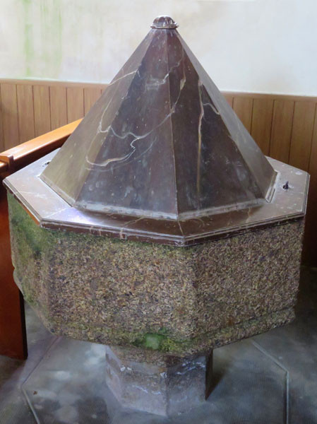 Fonds Baptismaux de style Gothique