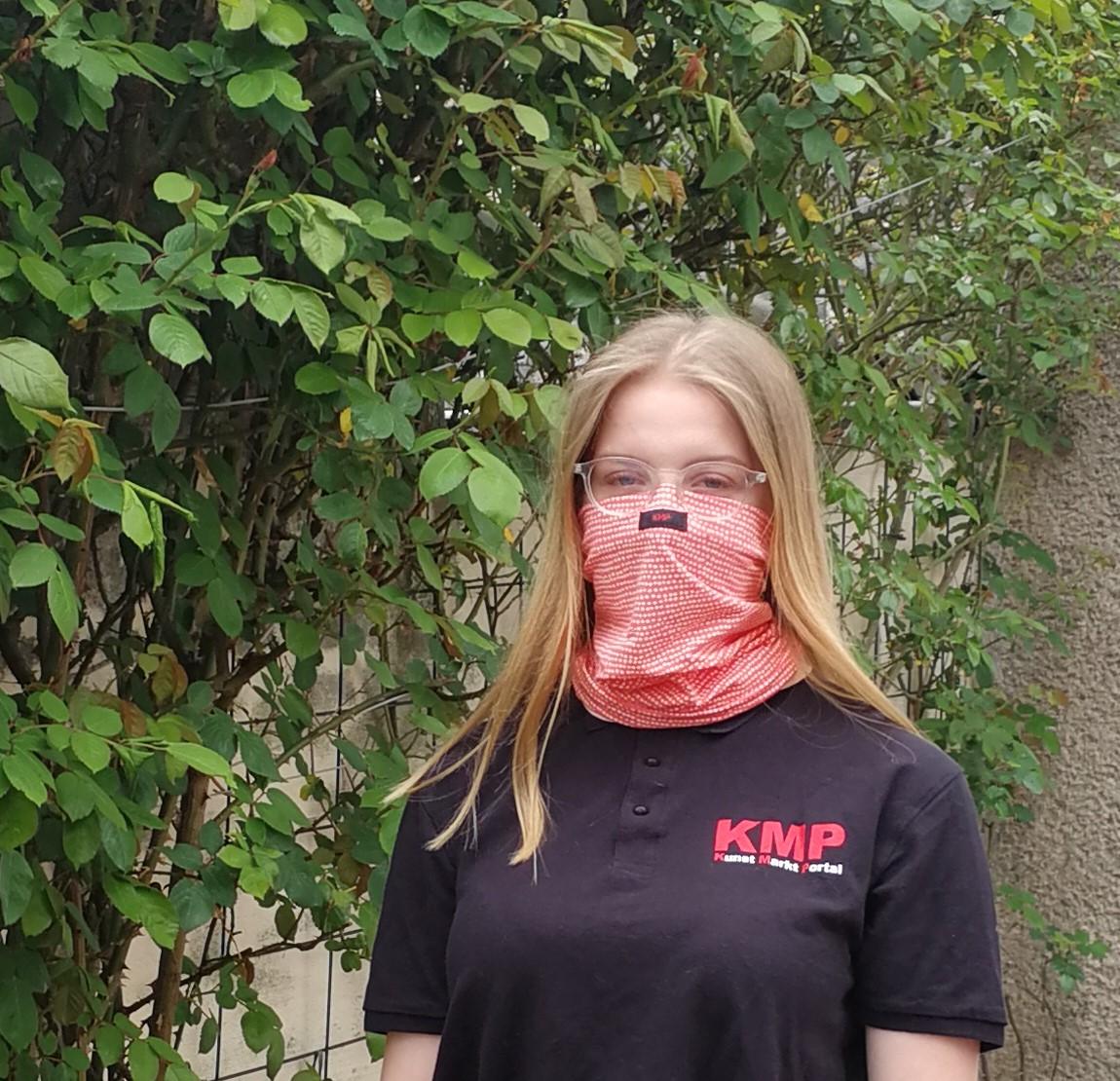 Sabrina mit KMP-Multifunktionstuch in Farbe Lachs