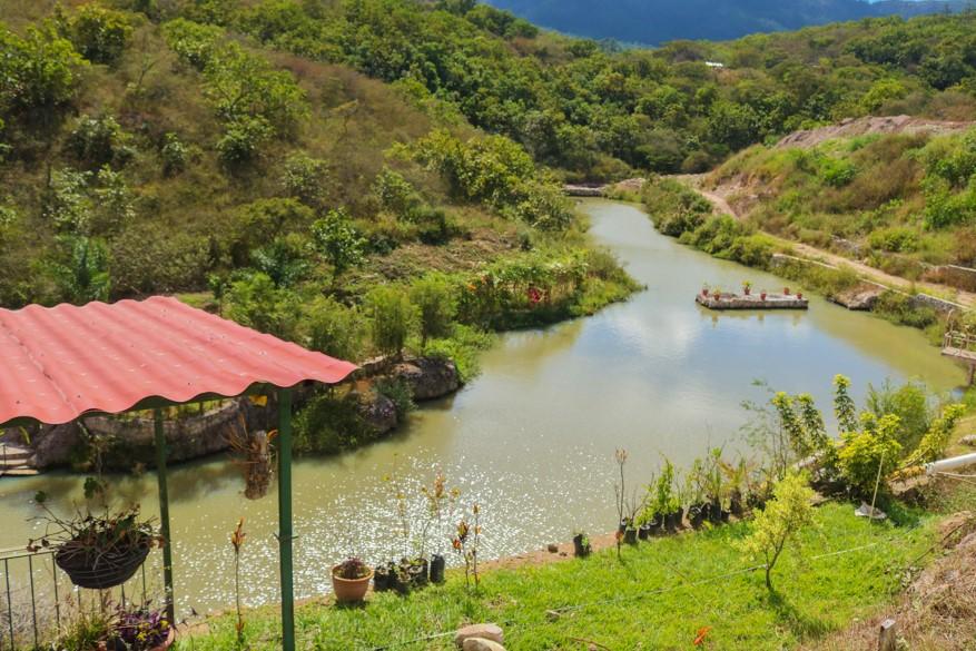 Reserva extra de agua que se utiliza principalmente para el riego