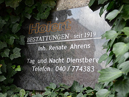 Firmenschild Holert Bestattungen in Hamburg