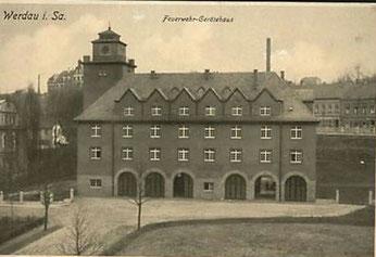 alte Postkarte mit dem Werdauer Feuerwehr-Gerätehaus als Motiv (postalisch gelaufen 1921 -1965)