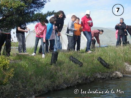 Pêche au casier pour un groupe de scolaires dans la lagune des JDM