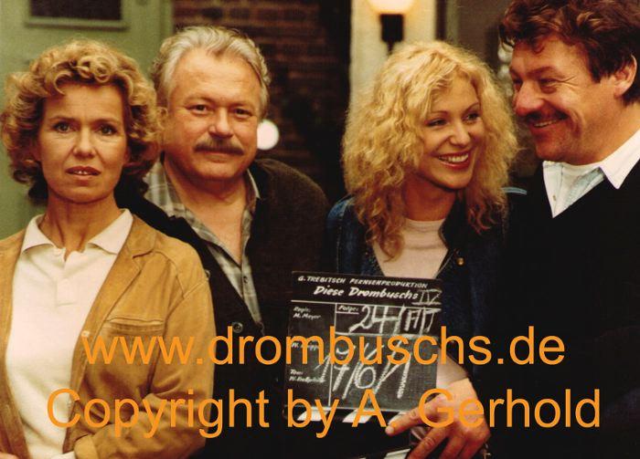 """Witta Pohl, Günter Strack, Sabine Kaack und Michael Werlin im Innenhof der """"Alten Mühle"""" im Sommer 1989"""