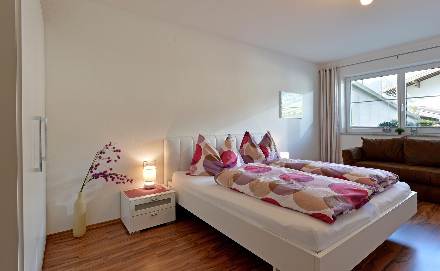 Doppelzimmer samt Schlafcouch für 1 weitere Person (Bad ensuite) - Apart Rauch
