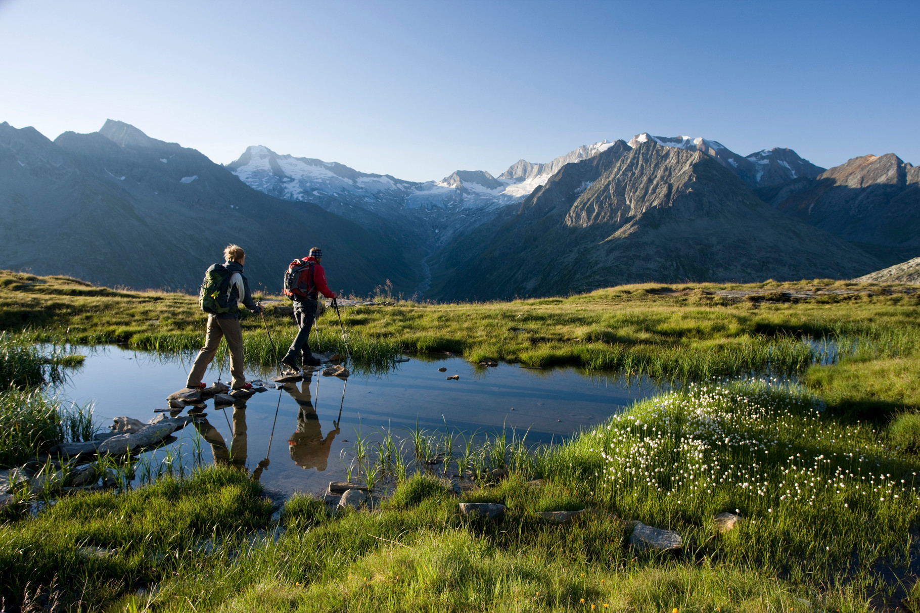 Wanderung entlang eines Bergsees zur Olpererhütte ©Zillertal Tourismus GmbH/Ritschel
