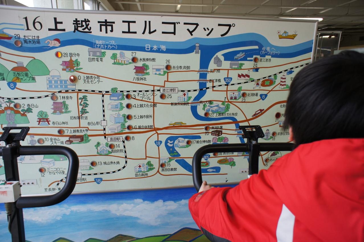自転車をこぐと、市内各所を旅することができます