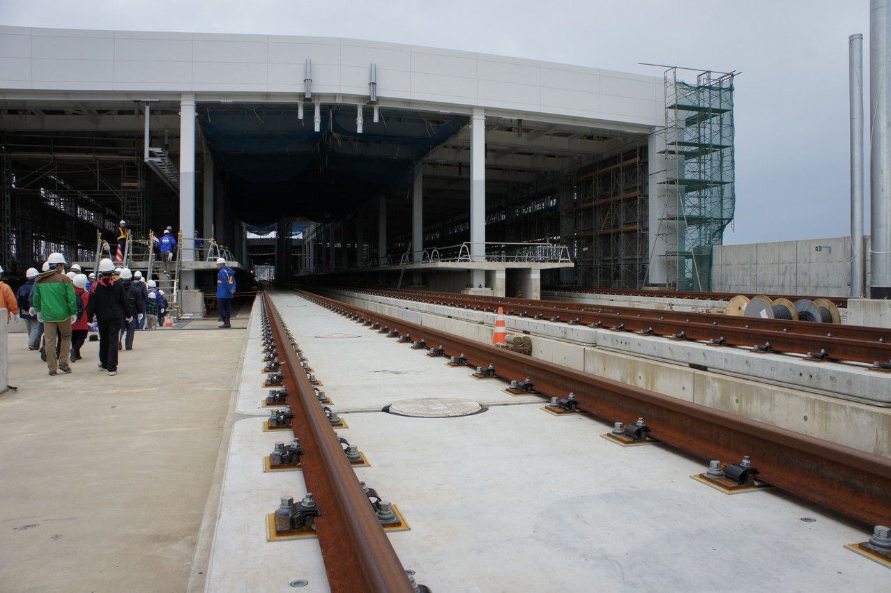 島式2面4線の大きな駅です。