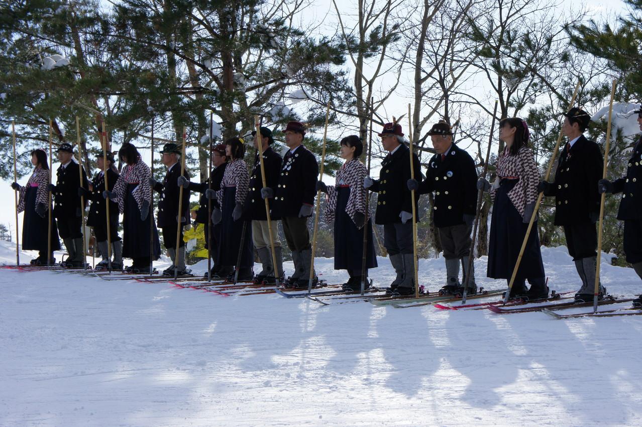 一本杖スキーを伝承する「レルヒの会」の皆さん