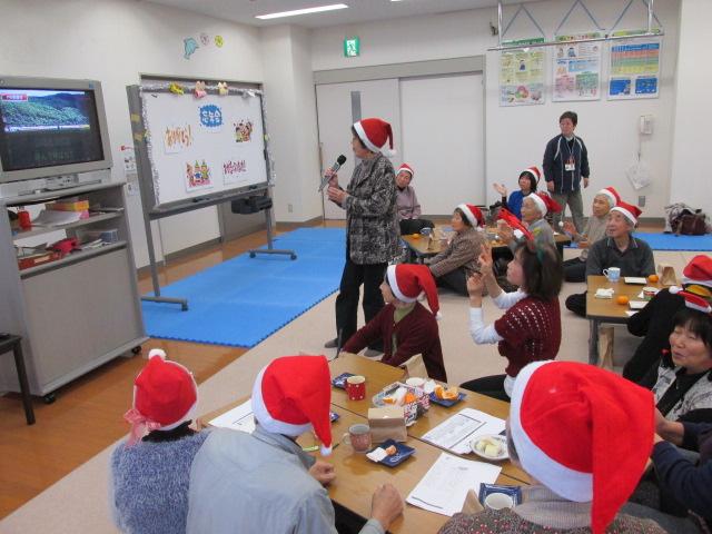 12月19日の火曜クラス。カラオケで大盛り上がり!