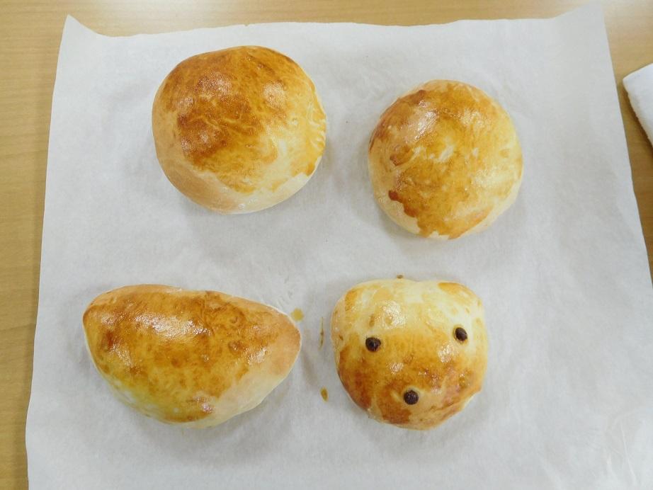 こんがり、ふっくらしたパンが焼き上がりました