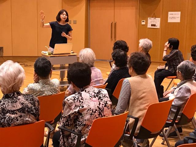 岩崎さんの気持ちのこもった話しっぷりに、熱心に耳を傾ける参加者の皆さん