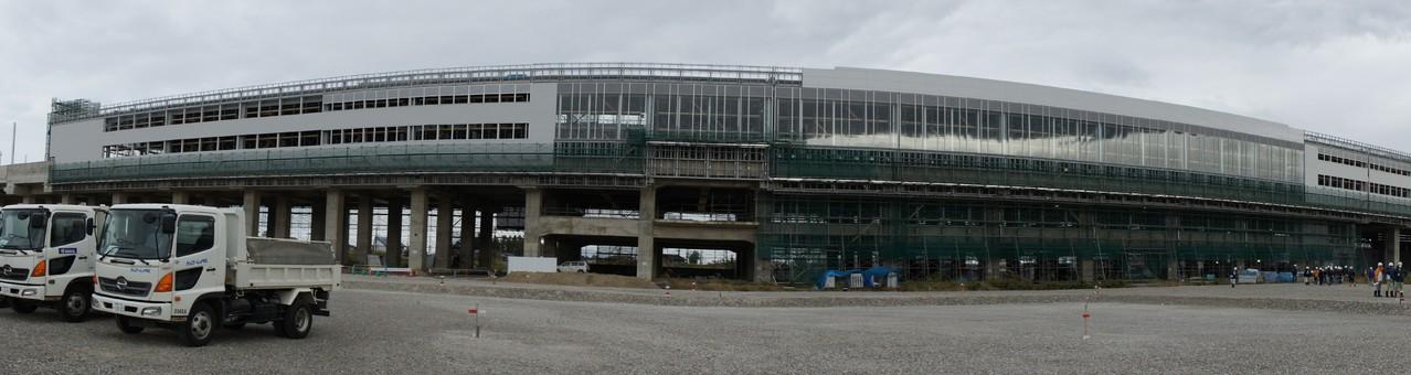 現在の駅舎外観です。全長320m、その大きさに驚きます。