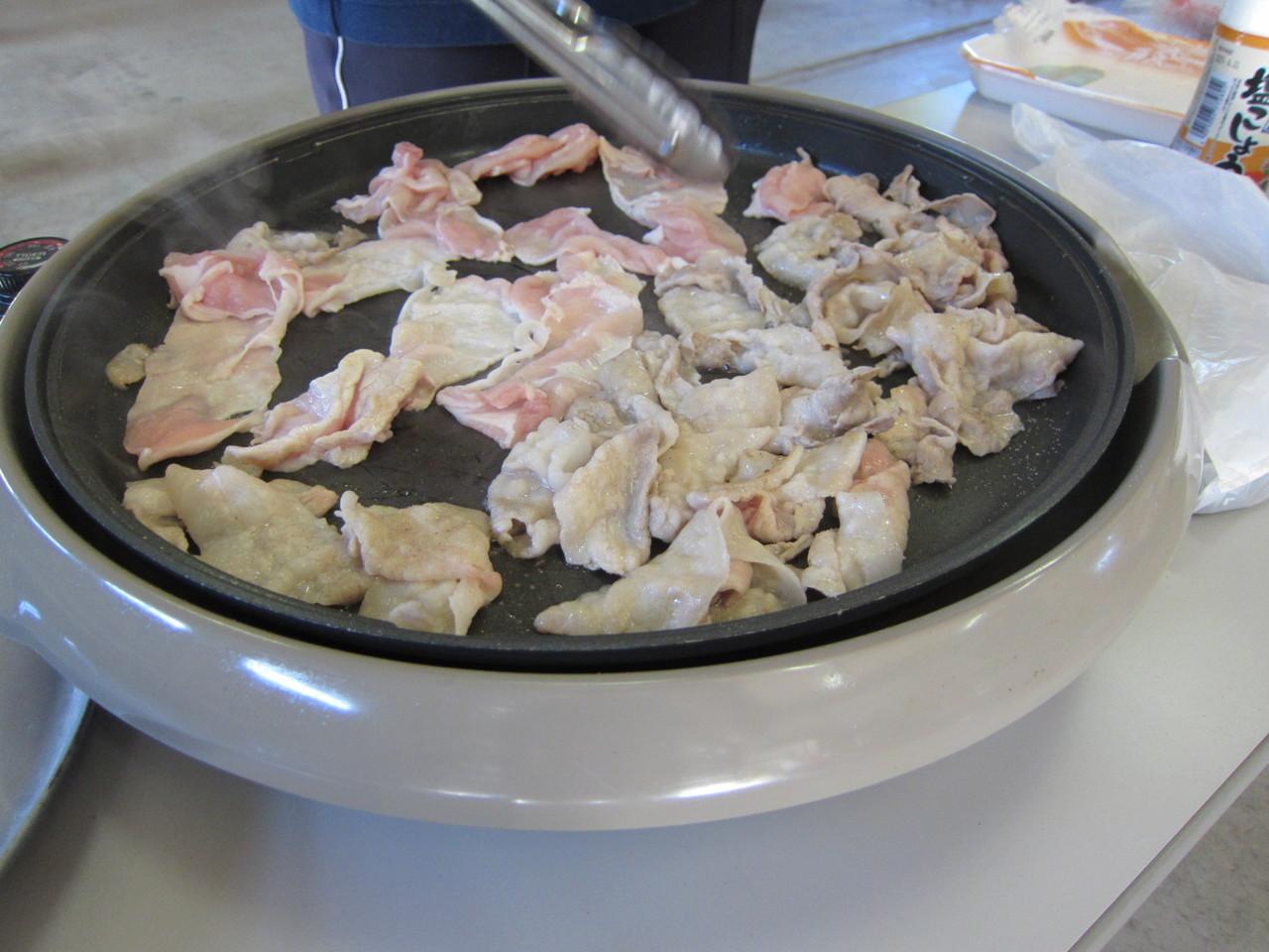 残ったお肉もこんがり焼きます