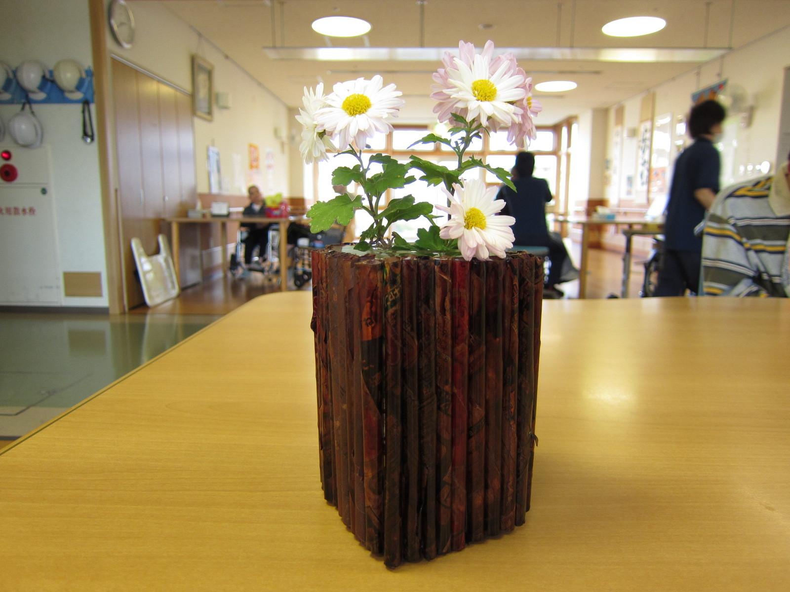 こちらは、アジアン・テイスト満載の花瓶に仕上がりました。