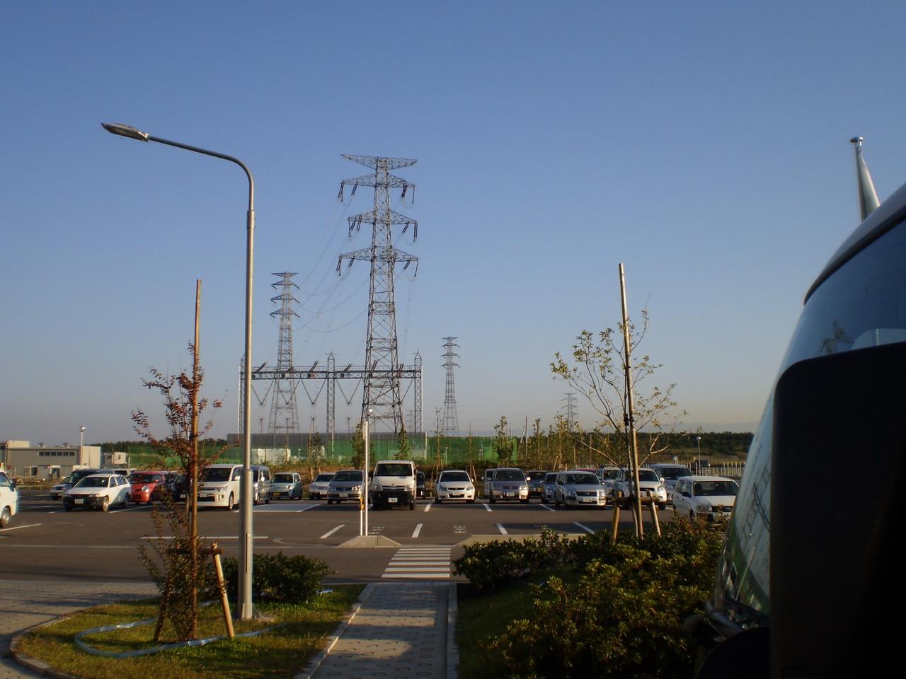 できたての電気は送電線でおとなりの長野県へ