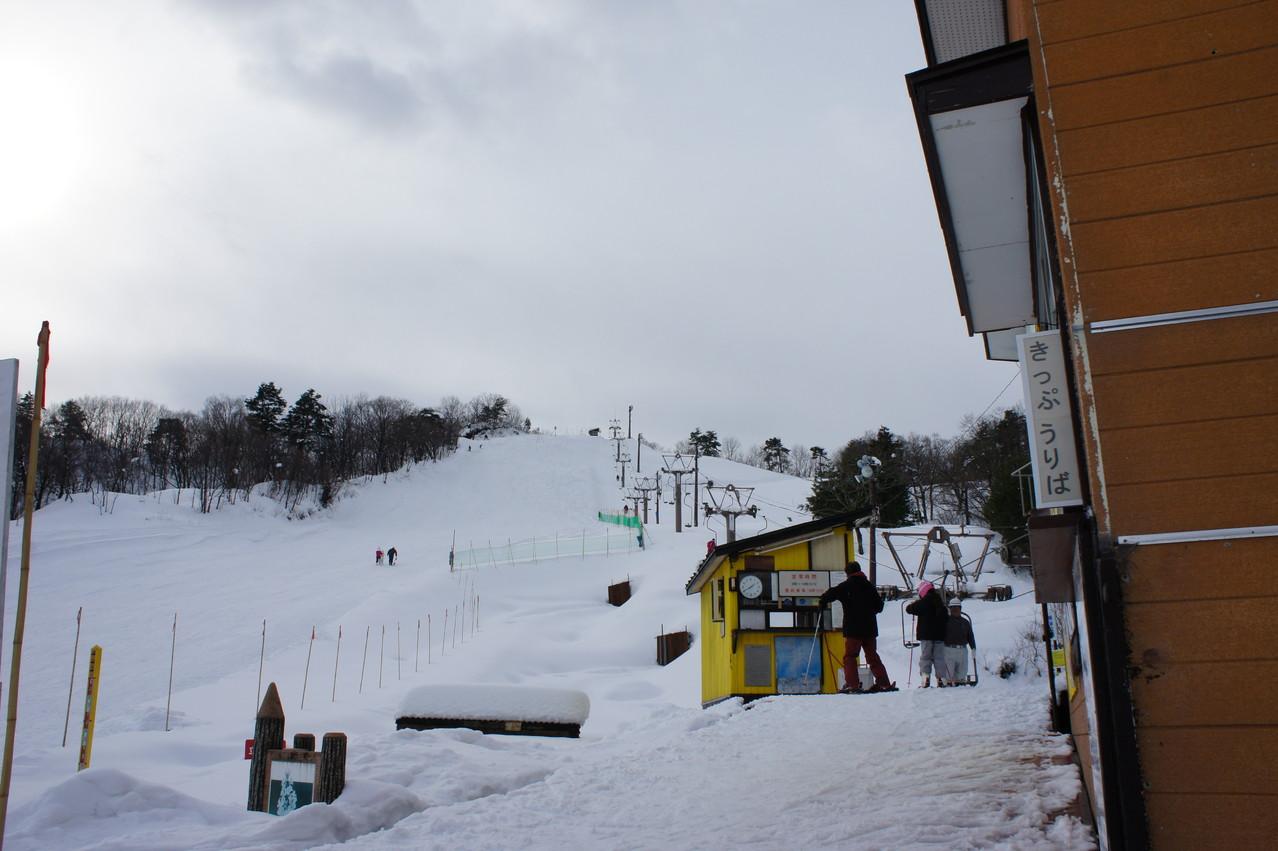 レトロな感じが「日本スキー発祥の地」にふさわしい