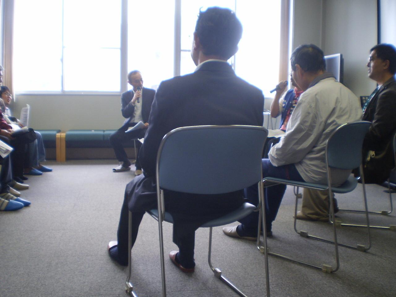 最後は車座になって、体験談の発表を行いました