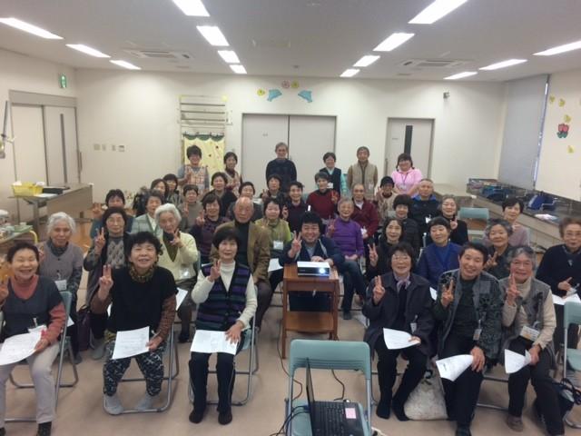 開講以来、初の「満員御礼」。今日ばかりは「うのはなクラス」ならぬ「うのはな部屋」。昭和生まれの小力士たちが笑顔で記念撮影!