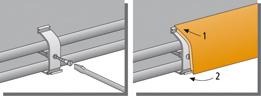 Rohre mit Clip an der Wand festdübeln, Eck- und Endstücke platzieren. Deckleiste einpassen und einrasten (zuerst in die obere Nut einschieben, dann unten festdrücken).
