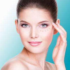 © istock.com - valua vitaly / BB Glow Augenringe und Augenschatten entfernen