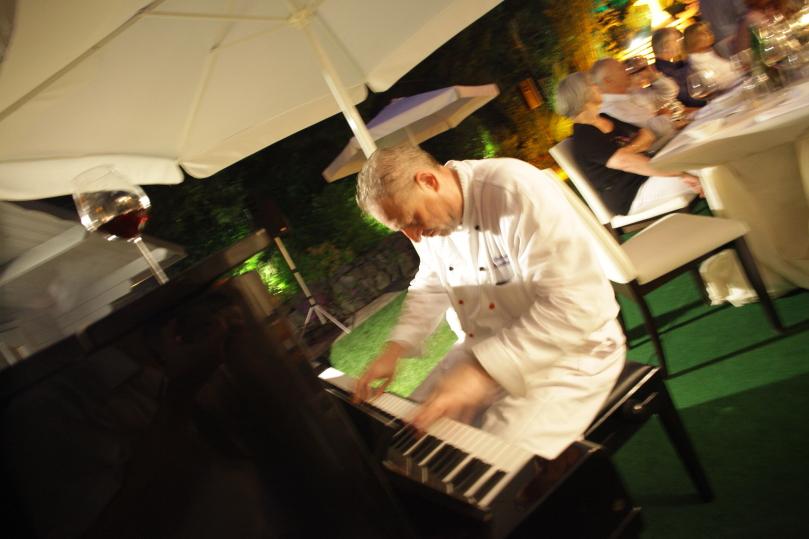 Der Koch am Piano
