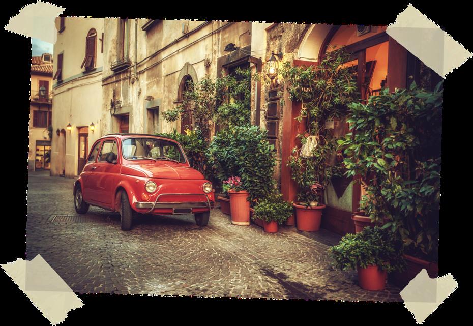 Fiat 500 in italienischer Altstadt
