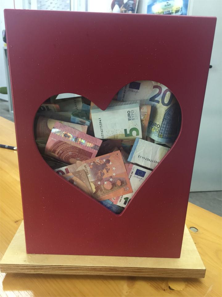 Spenden in der Spendenurne
