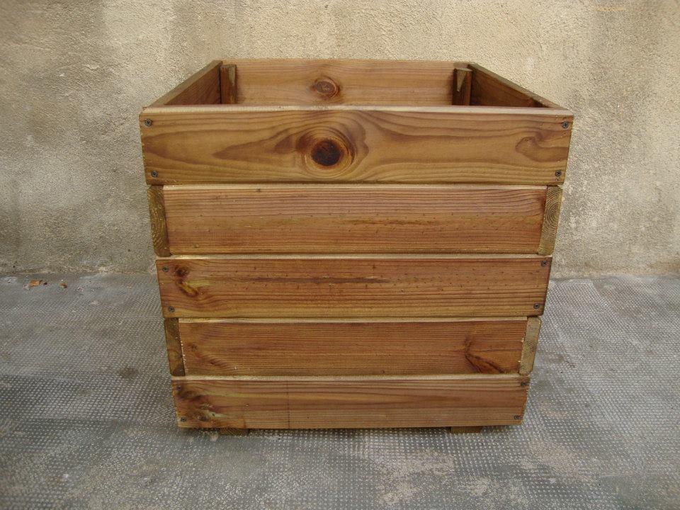Macetas en madera para exterior jardineras de madera for Baules de madera para exterior