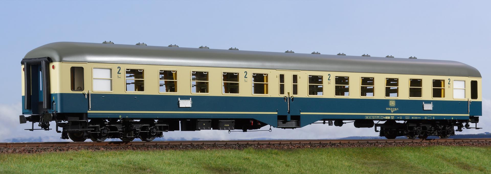Spur 1 Mitteleinstiegwagen türkis/beige, 2. Klasse