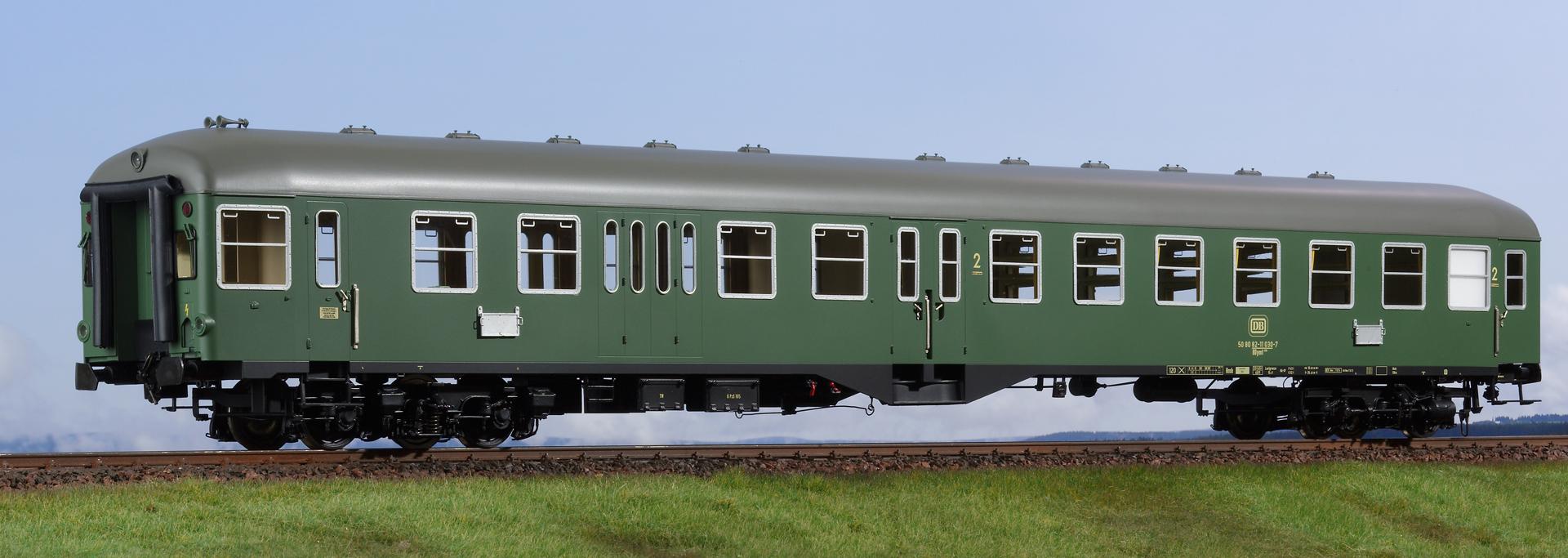 Spur 1 Mitteleinstiegwagen, 2. Klasse mit Steuerabteil