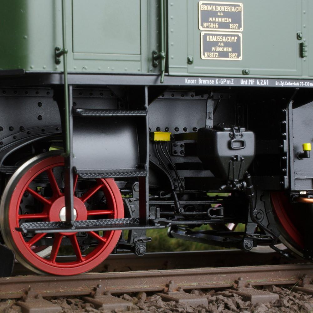 Spur 1 Lokomotive Baureihe E 16 03 Epoche IIIb flaschengrün Detailansicht Räder