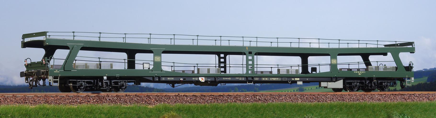 Spur 0, DB Autotransportwaggon DDm 915, chromoxydgrün, Epoche IV