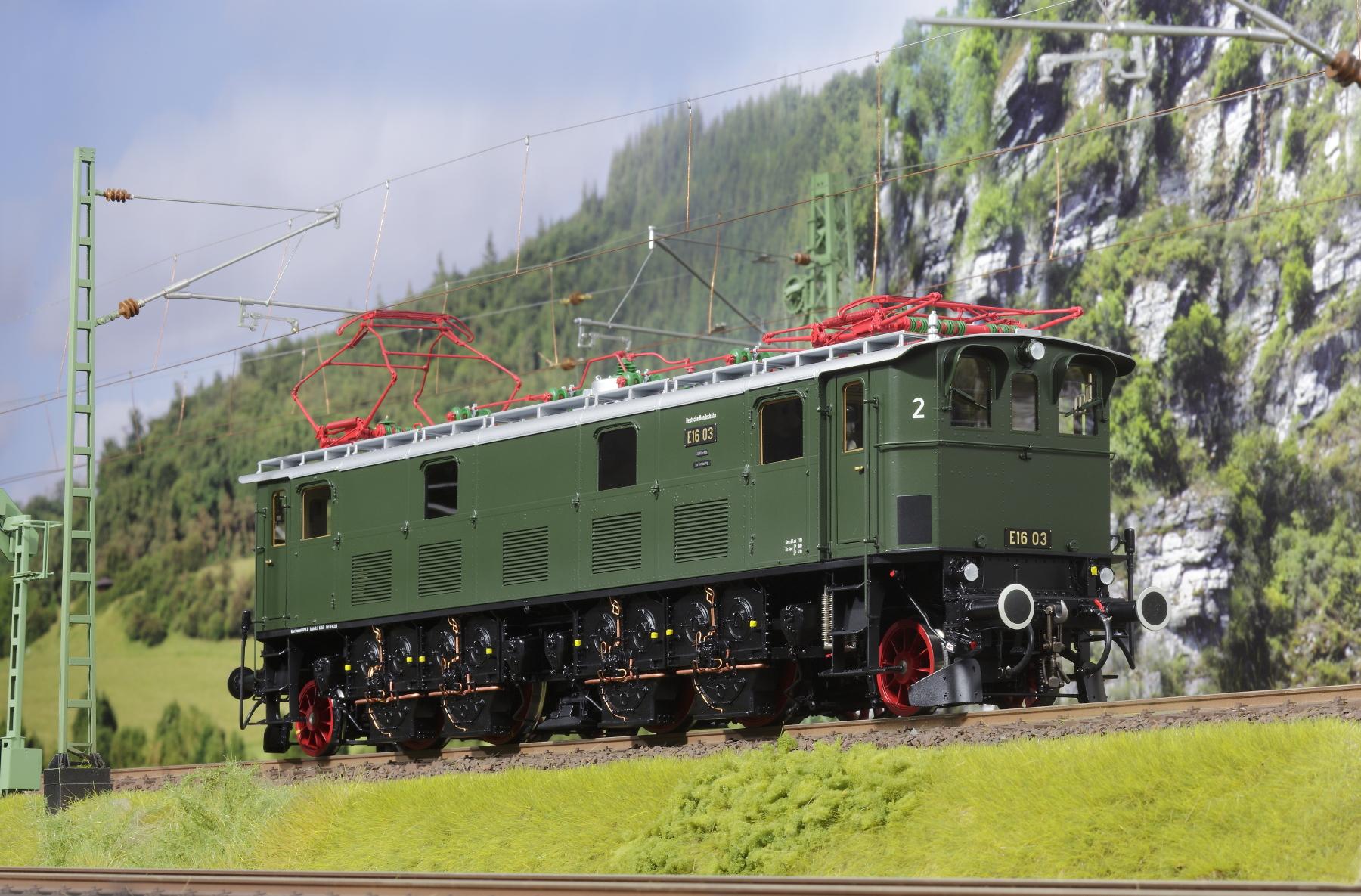 Spur 1 Lokomotive Baureihe E 16 03 Epoche IIIb flaschengrün