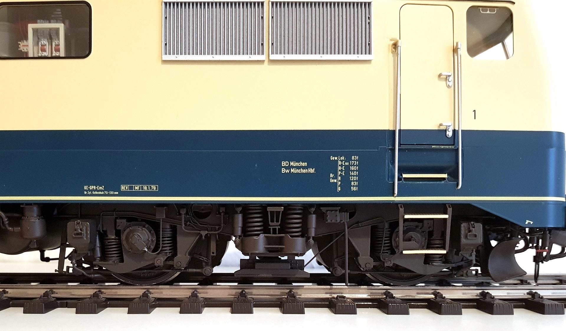 Spur 1 Lokomotive Baureihe 111 (Produktionsmuster) ozeanblau/elfenbein