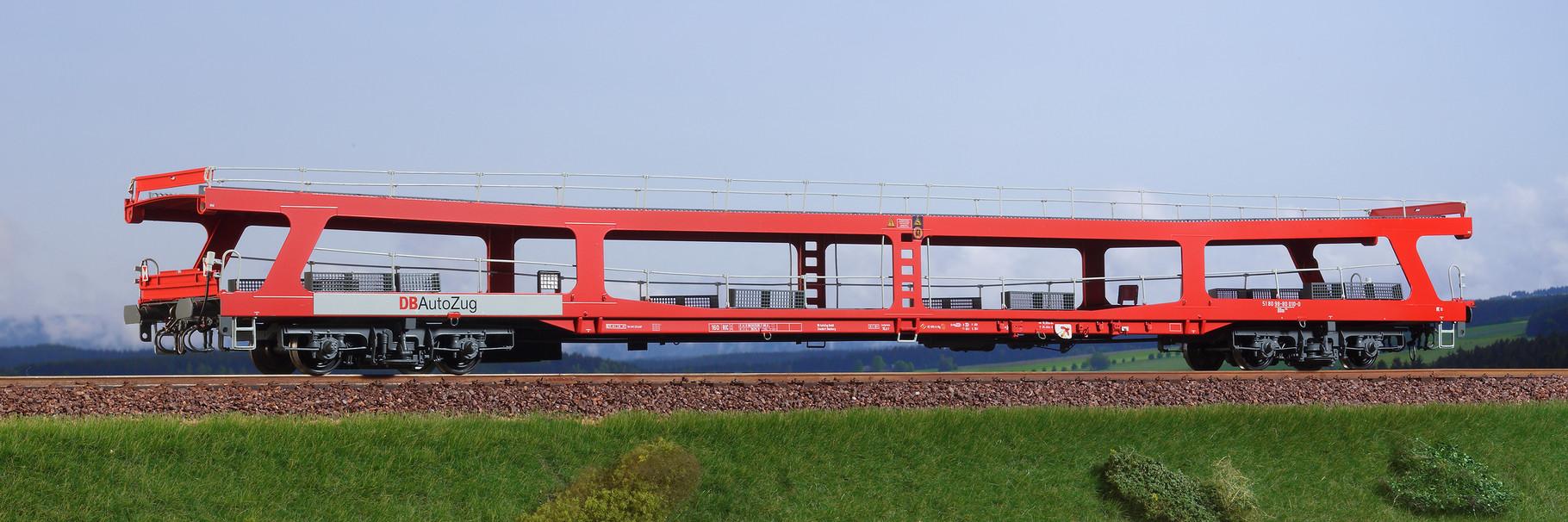 Spur 0, DB Autotransportwaggon DDm 915, orientrot, Epoche IV