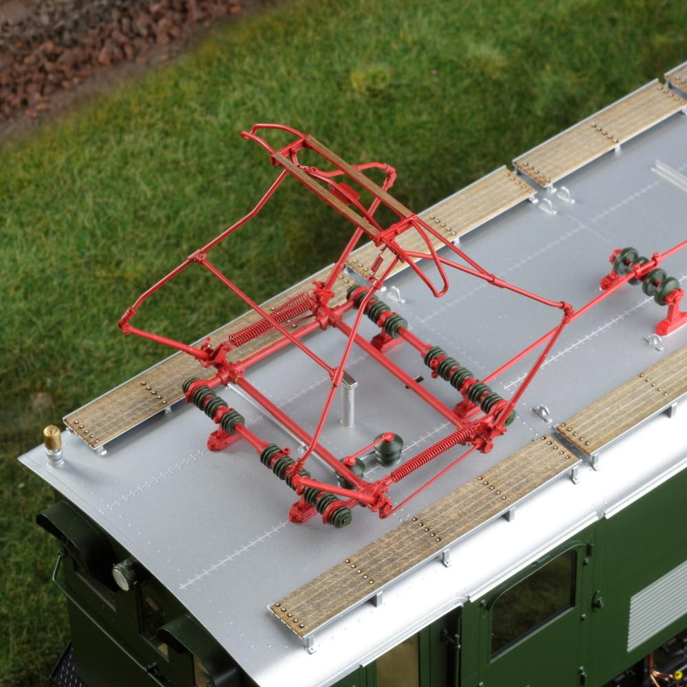 Spur 1 Lokomotive Baureihe E 16 03 Epoche IIIb flaschengrün Detailansicht Dach