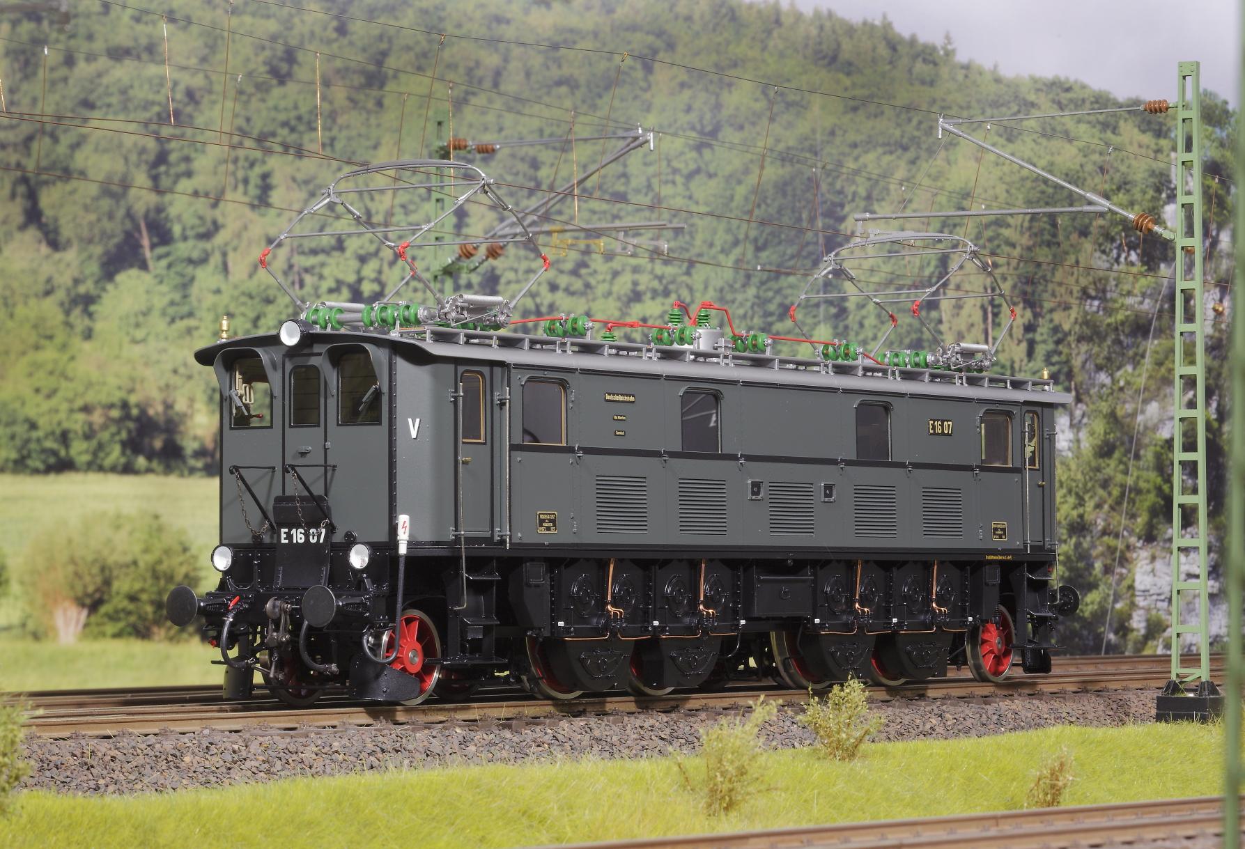 Spur 1 Lokomotive Baureihe E 16 07 Epoche IIb blaugrau