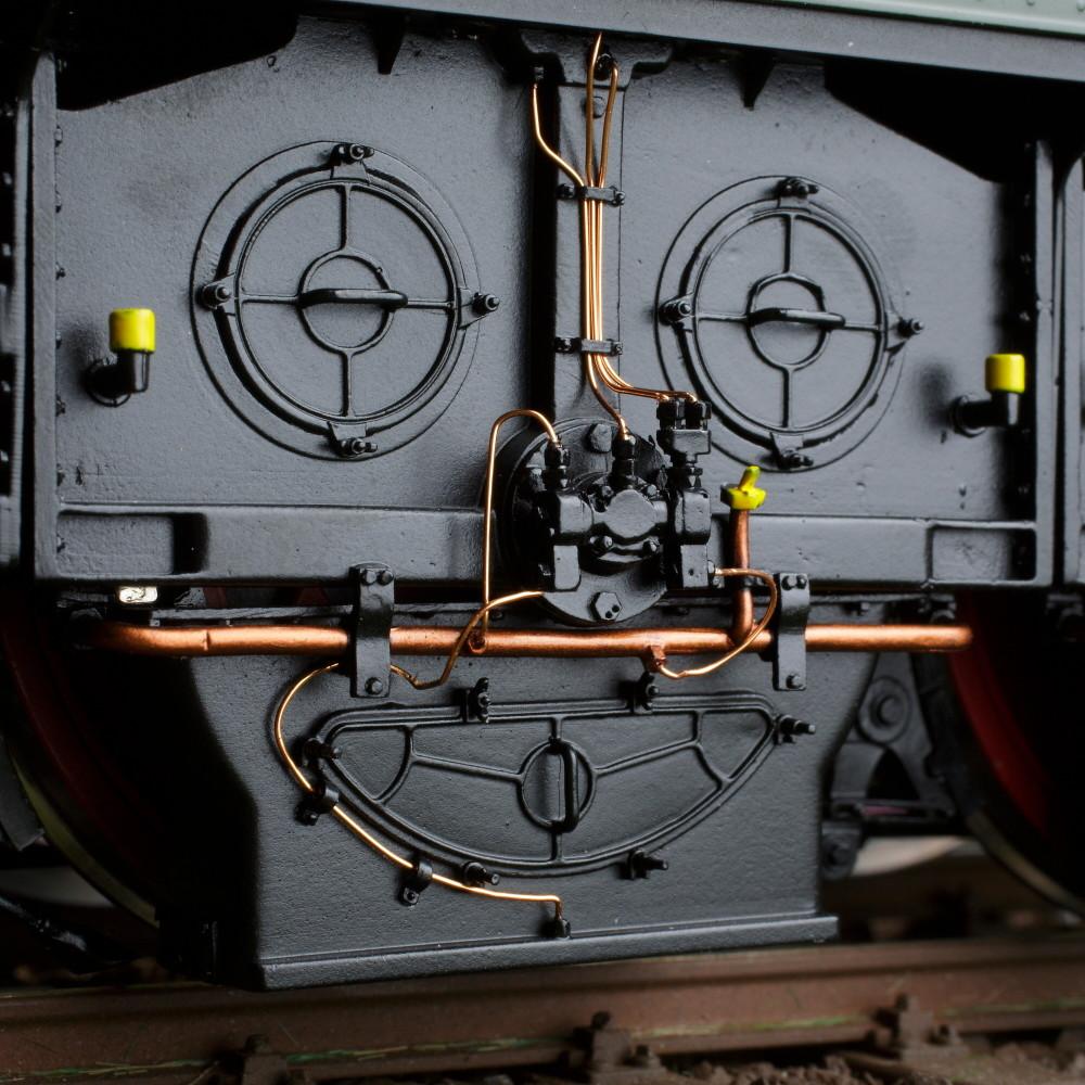 Spur 1 Lokomotive Baureihe E 16 03 Epoche IIIb flaschengrün Detailansicht