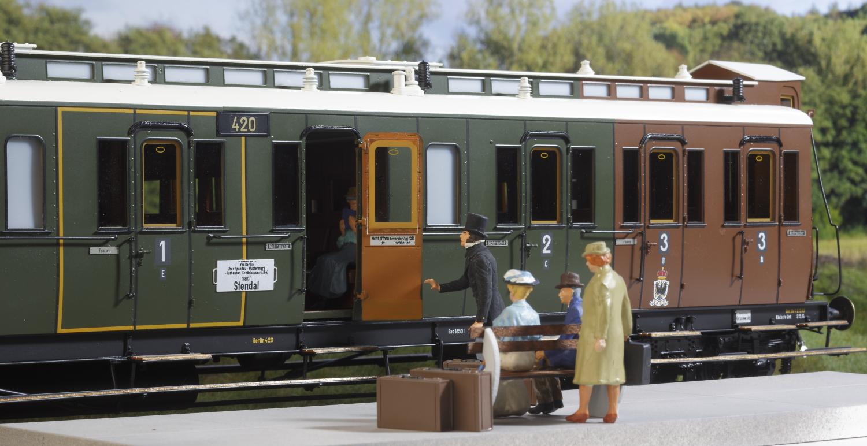 Spur 1 preußischer Abteilwagen (Handmuster) Bitte alles einsteigen...