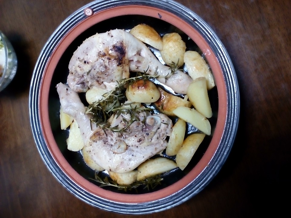 鶏もも肉とジャガイモの蒸し焼き